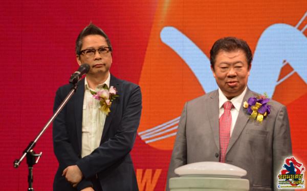 ผู้บริหาร MVTV (ด้านขวา) และ ผู้บริหารค่าย WSM Music HK (ด้านซ้าย) กล่าวเปิดงาน