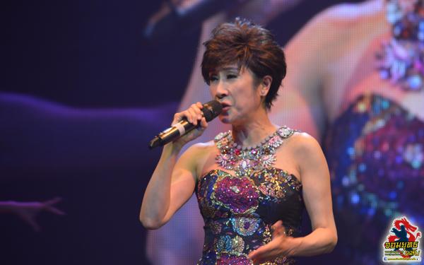 """""""หลี่ซาน"""" (Rosanne Lui) นักร้องนักแสดงชื่อดังในฮ่องกง"""