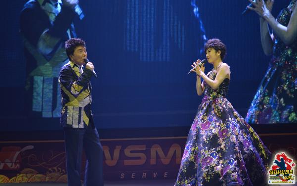 หลี่ซาน เซียะเหลย ร่วมร้องเพลงคู่กัน