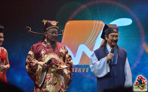 จินเชาฉวิน ฟ่านหงซวน แต่งตัวมาแบบจัดเต็มด้วยชุดจากในเรื่อง เปาบุ้นจิ้น 2010